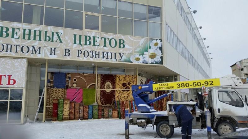 оклейка фасада торгового центра самоклеящейся пленкой 1