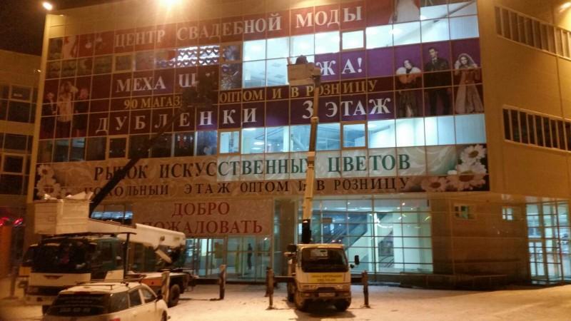 оклейка фасада торгового центра самоклеящейся пленкой 4